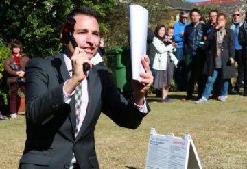 """""""悉尼房价要涨""""!专家警告:做好超出预算准备,太多人在抢房!"""